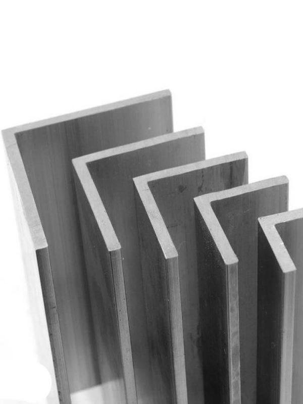Металлический угол горячекатаный 75х75х5,0х12000