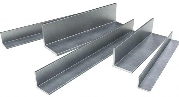 Металлический угол горячекатаный 32х32х3,0х6000